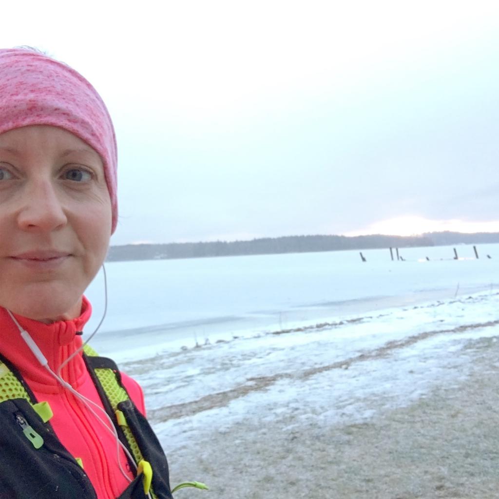 Började veckan med 18 km löpning i halvård fart som Erik rekommenderar.