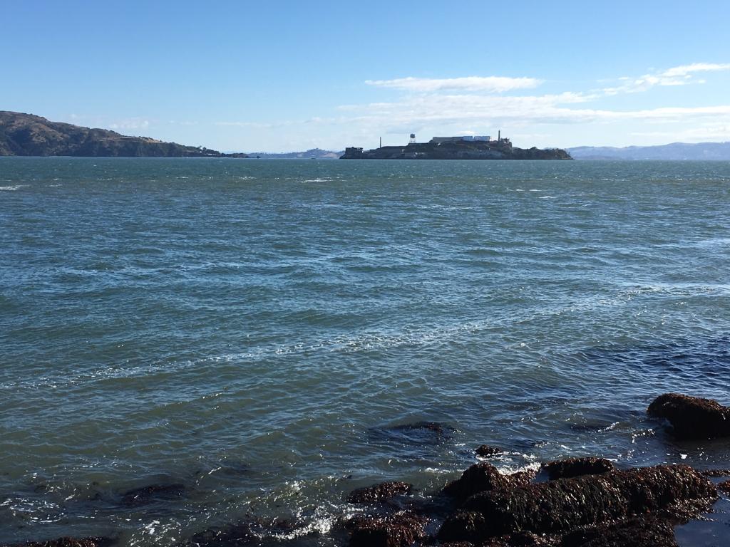 Där ute ligger den mytomspunna ön.