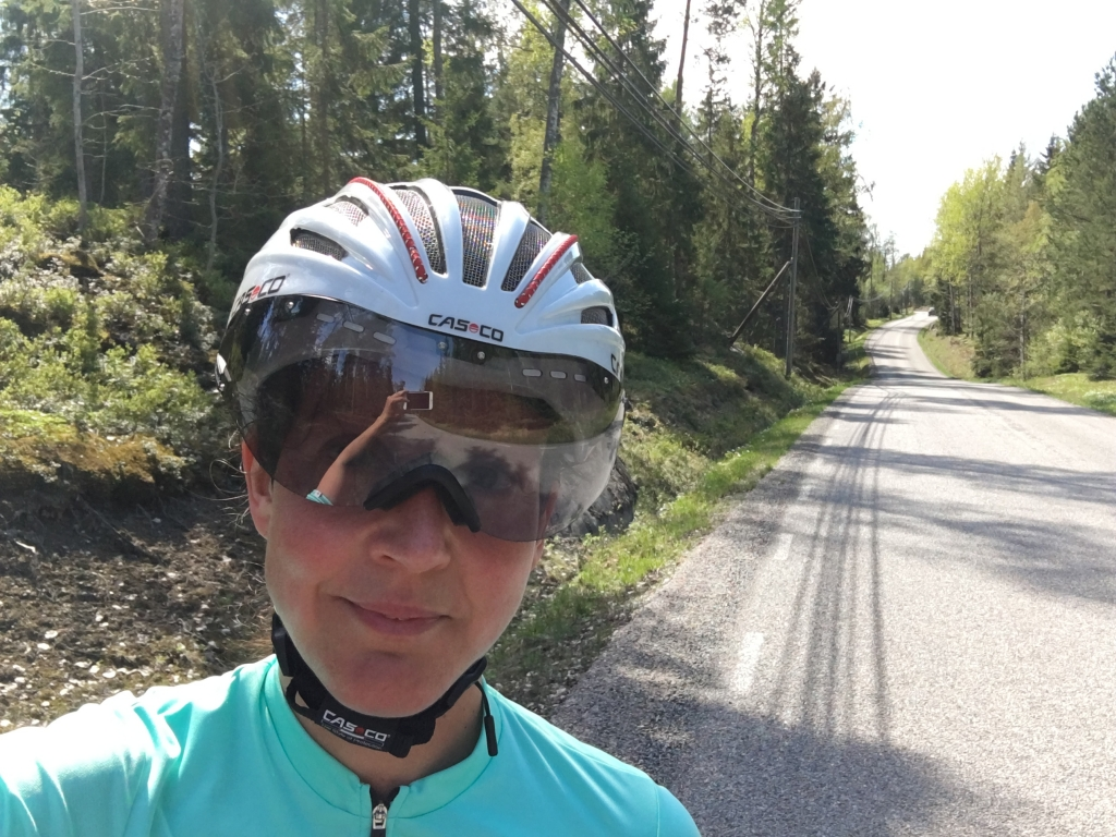 Sen cykelpremiär men jag har ju inga 18 mil jag måste träna inför. Känns uppbyggande och knasigt att bara cykla 4-5 mil.