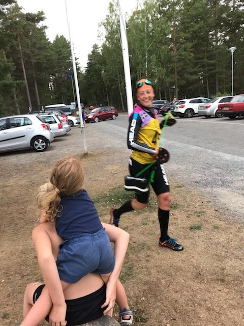 Vid Tättö Camping får vi peppa av bästa barnen.