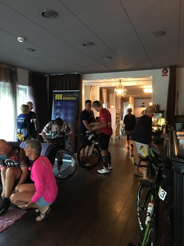 På hotellet i Husqvarna strax innan start.